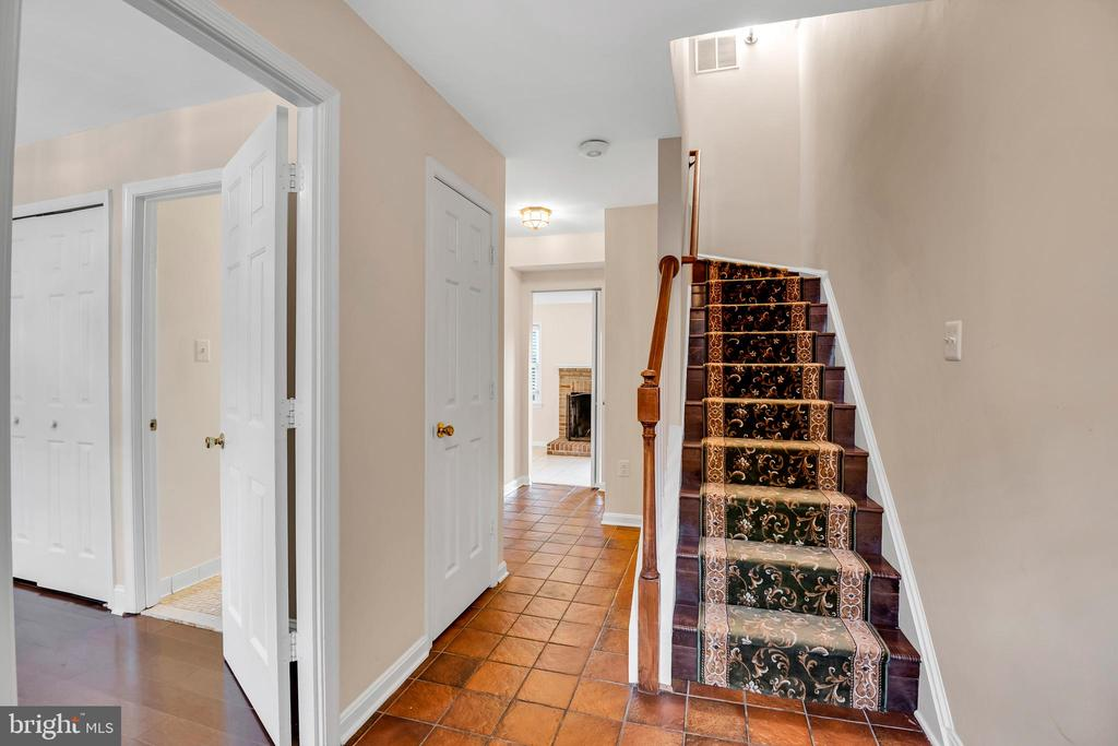 Entry to the home showing bedroom on main level - 6831 WASHINGTON BLVD #D, ARLINGTON