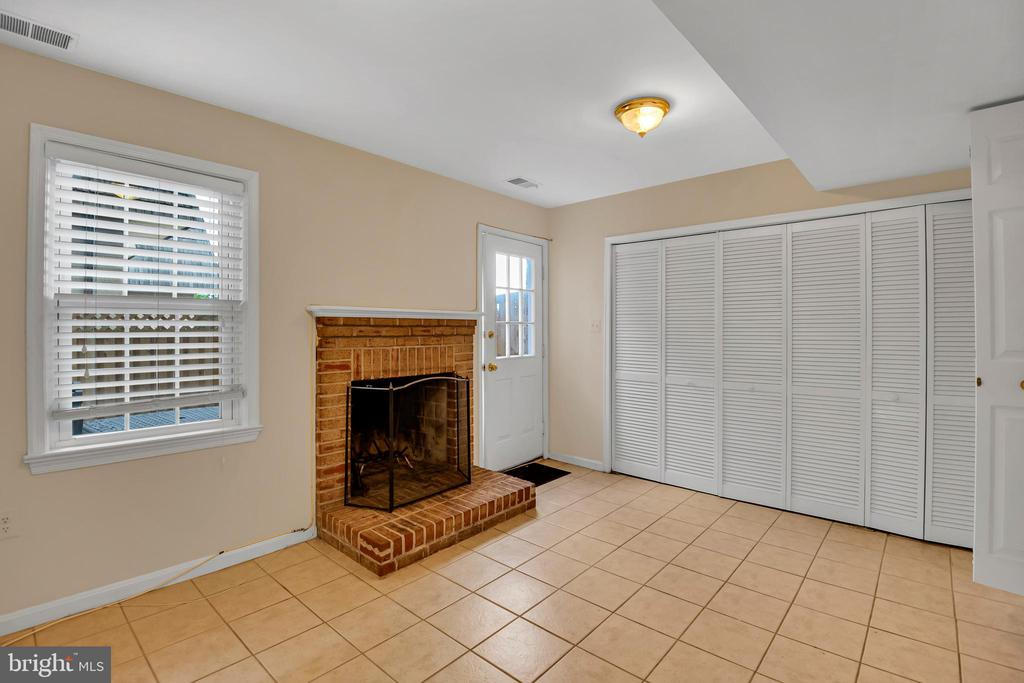Den leads to privte patio - 6831 WASHINGTON BLVD #D, ARLINGTON