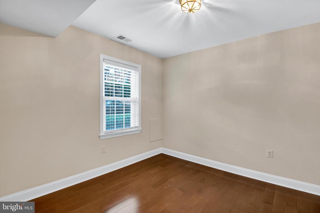 Bedroom off foyer - 6831 WASHINGTON BLVD #D, ARLINGTON