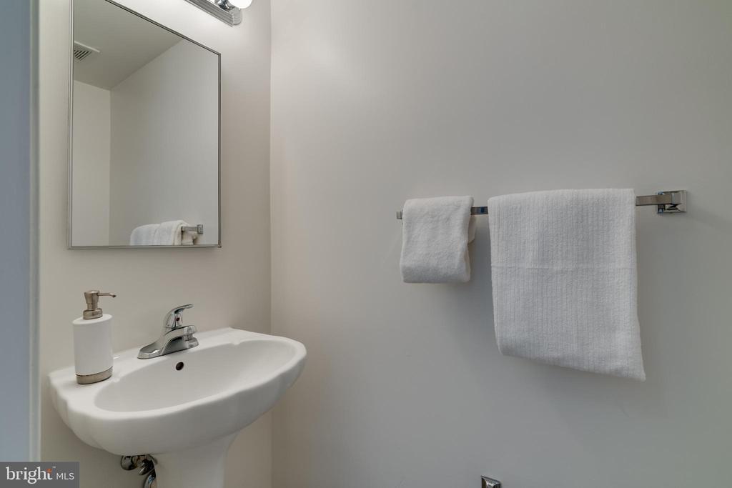 First floor half bath - 1435 N VAN DORN ST #B, ALEXANDRIA
