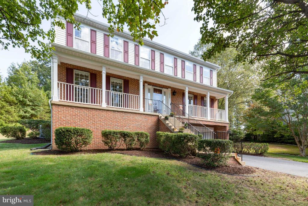 FRONT WITH GORGEOUS INVITING PORCH - 15355 BALD EAGLE LN, WOODBRIDGE
