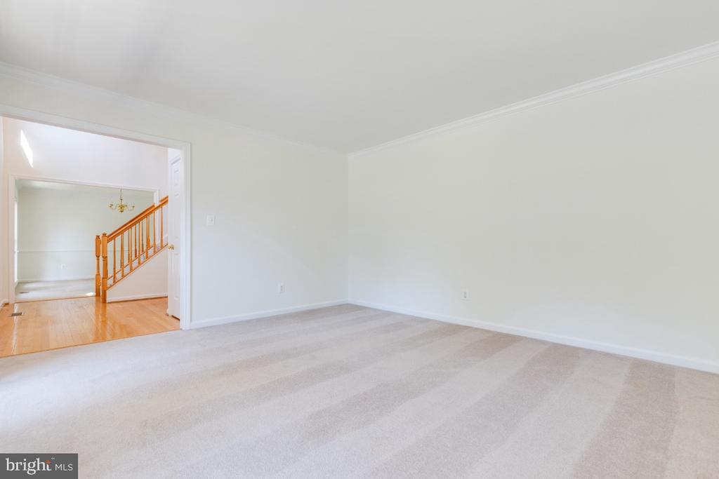 FORMAL LIVING ROOM OR OFFICE - 15355 BALD EAGLE LN, WOODBRIDGE