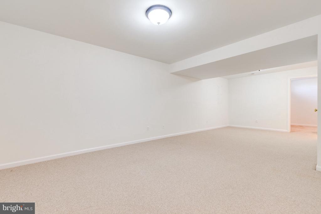 REC ROOM IN LOWER LEVEL - 15355 BALD EAGLE LN, WOODBRIDGE