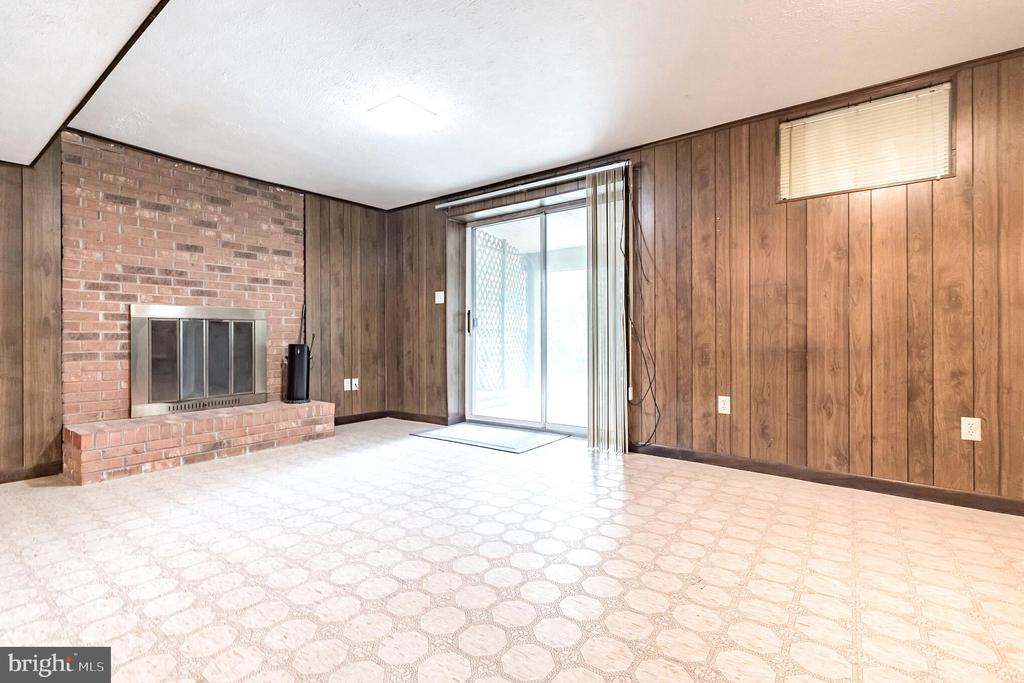 Walkout lower level with second fireplace - 1227 AQUIA DR, STAFFORD