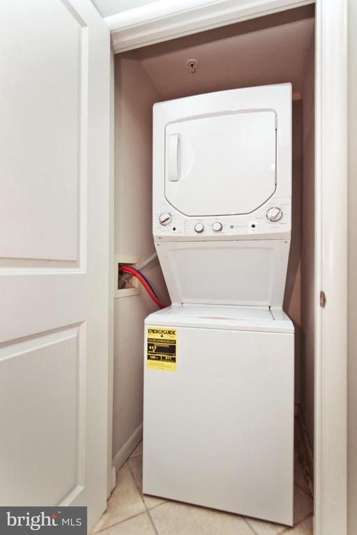 Laundry - 1021 N GARFIELD ST #242, ARLINGTON