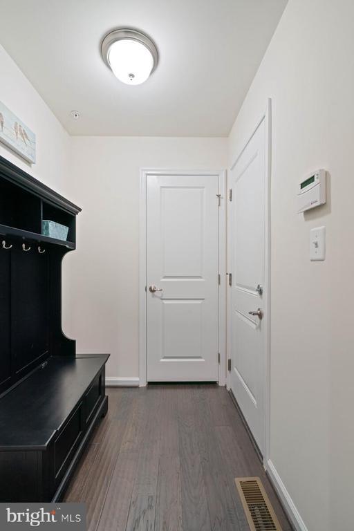 Garage entry area - 17559 SPRING CRESS DR, DUMFRIES