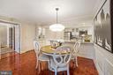 Elegant dining room with chair railings - 1276 N WAYNE ST #608, ARLINGTON