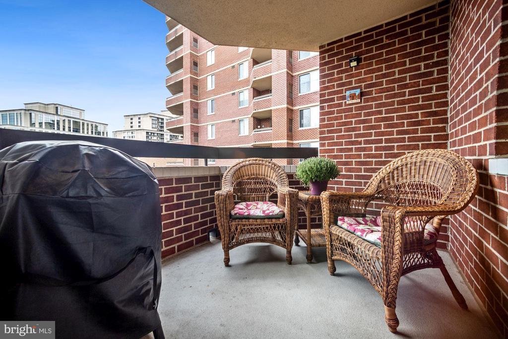 Spacious balcony - 1276 N WAYNE ST #608, ARLINGTON