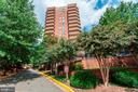 View to the back of the building and pool area - 1276 N WAYNE ST #608, ARLINGTON