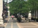 Plaza filled with restaurants, coffee, seating - 1276 N WAYNE ST #608, ARLINGTON