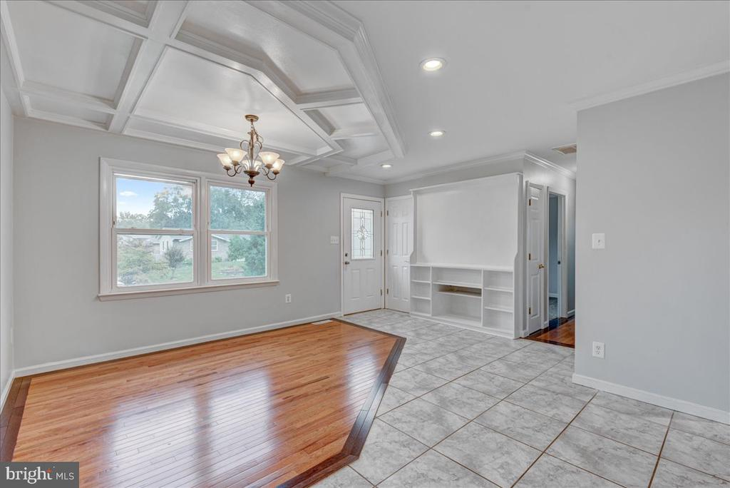 Hardwoods connect to upgraded tiling. - 222 AUSTIN, STAFFORD