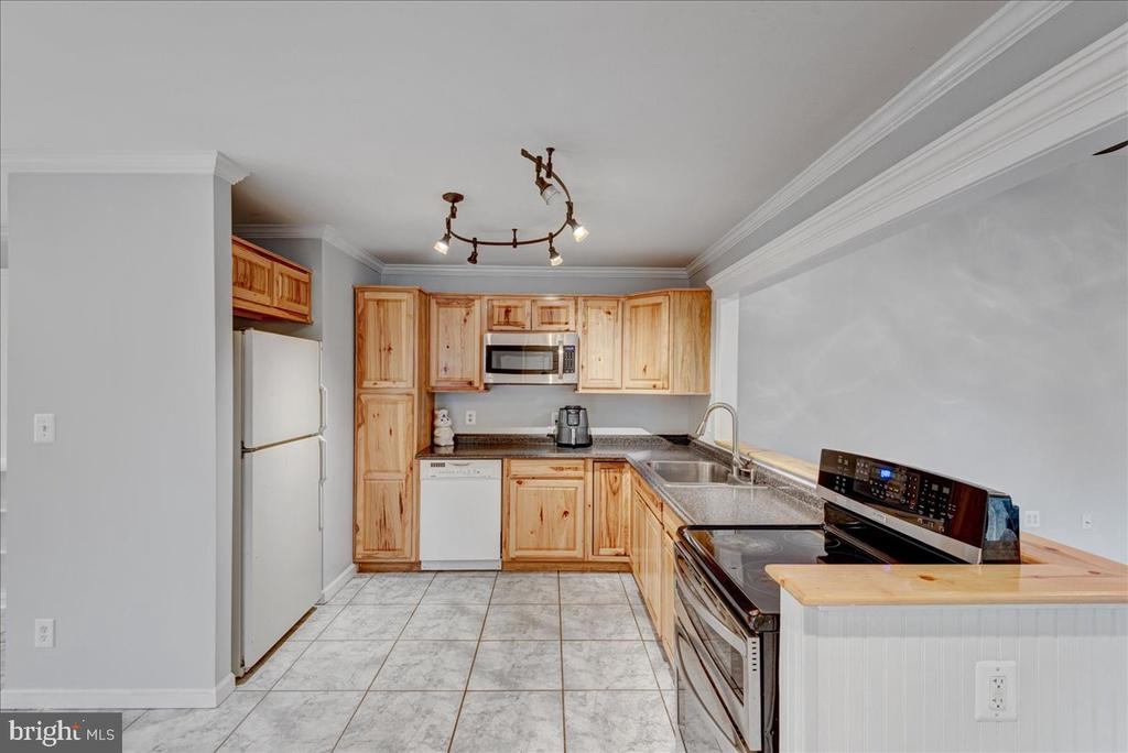Kitchen with loads of counter space. - 222 AUSTIN, STAFFORD