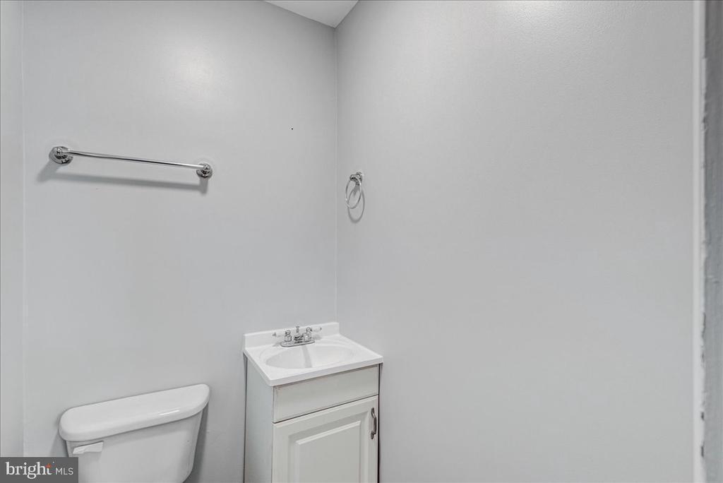 Half bath dedicated to 3rd bedroom - 222 AUSTIN, STAFFORD