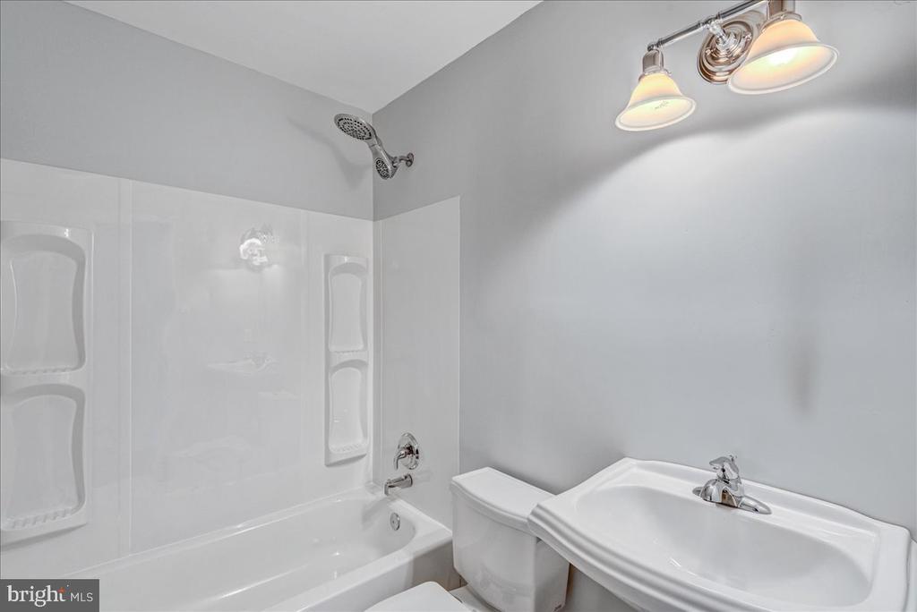 Full bath off hallway - 222 AUSTIN, STAFFORD