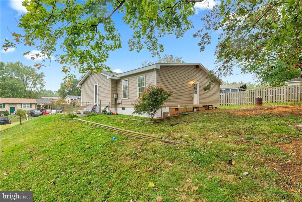 Fenced yard - 222 AUSTIN, STAFFORD