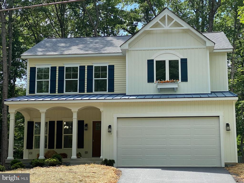 Stunning New Construction Home Complete and Ready! - 418 BIRDIE RD, LOCUST GROVE