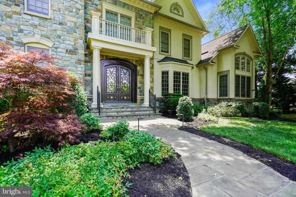 Stunning Curb Appeal - 2539 DONNS WAY, OAKTON
