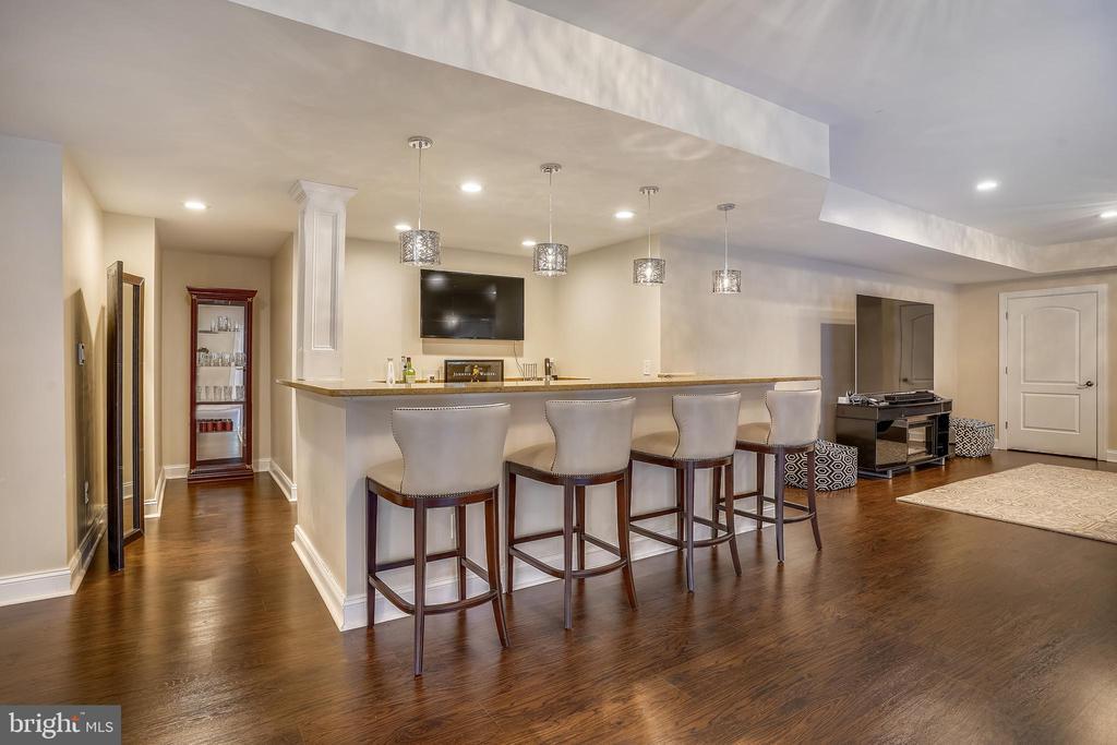 Wet Bar serves Lower Level Rooms - 2539 DONNS WAY, OAKTON