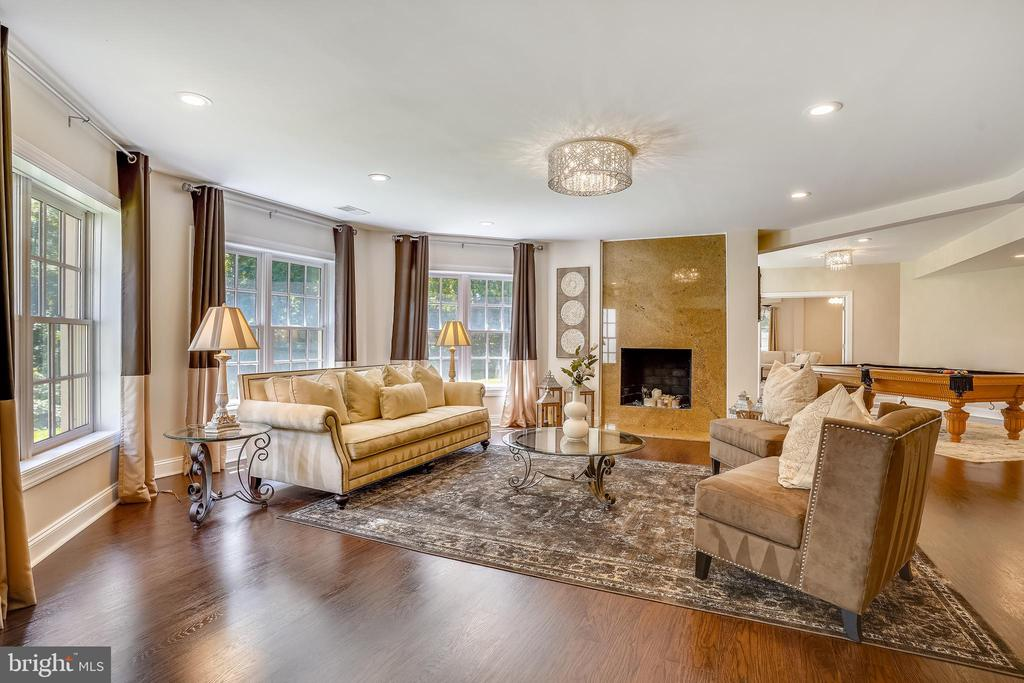Lower level family Room w Wood burning Fireplace - 2539 DONNS WAY, OAKTON