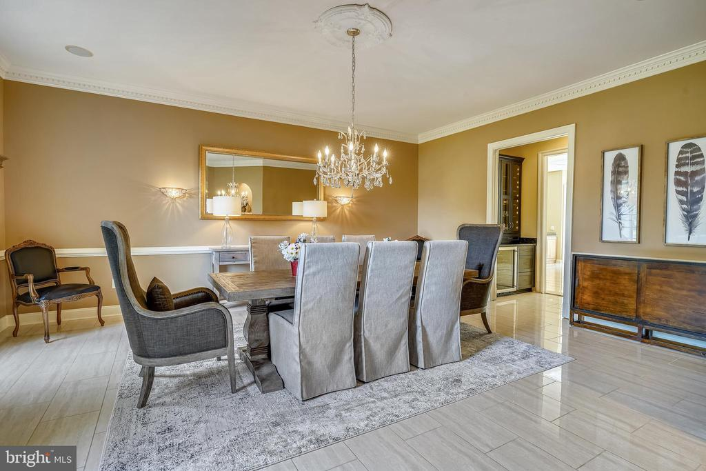 Dining Rm w French Pocket Door to Butler's Pantry - 2539 DONNS WAY, OAKTON