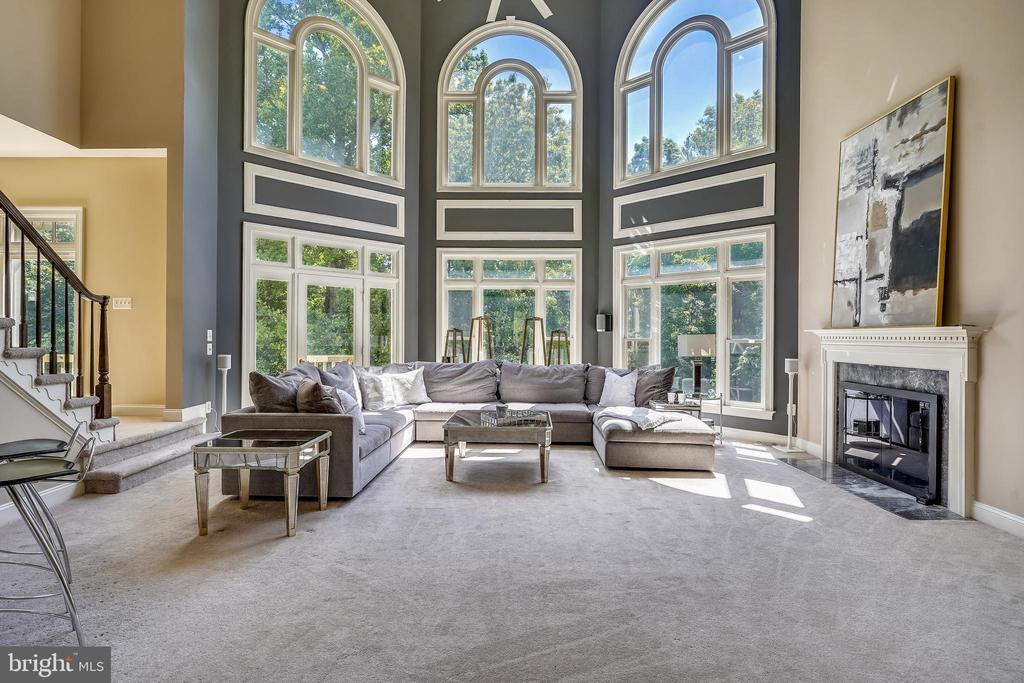 Dramatic Two Story Great Room - 2539 DONNS WAY, OAKTON