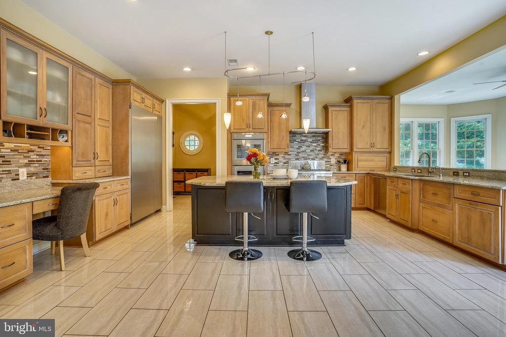 Stunning, Well Appointed Kitchen - 2539 DONNS WAY, OAKTON