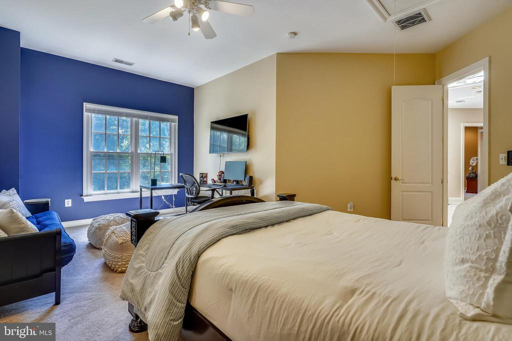 All Bedroom have Study or Lounging Space - 2539 DONNS WAY, OAKTON