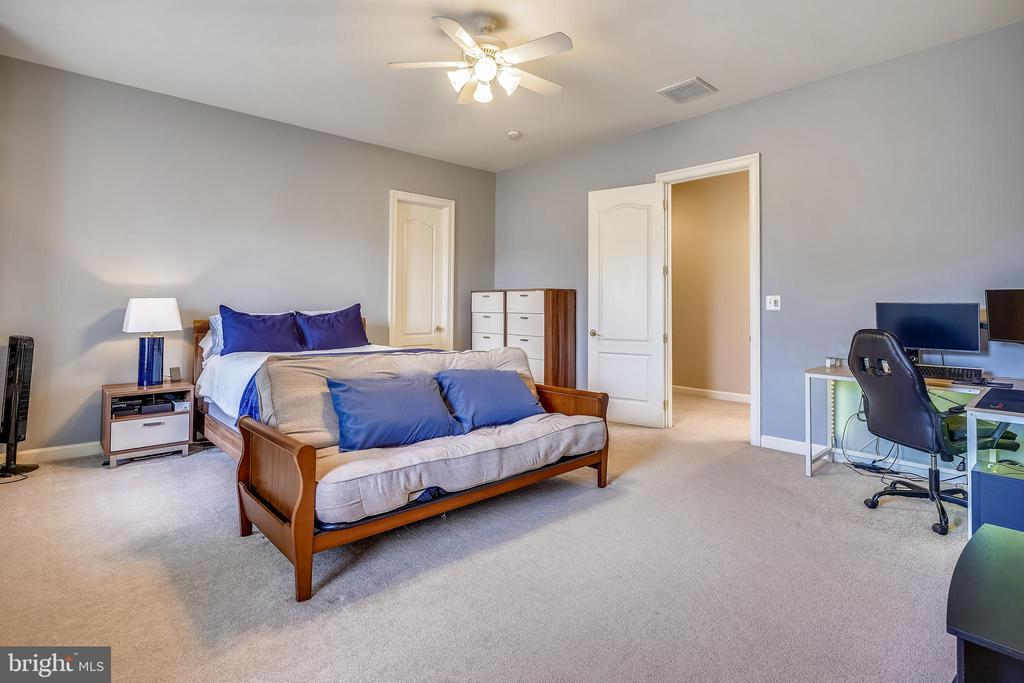 Generously proportioned Bedrooms - 2539 DONNS WAY, OAKTON