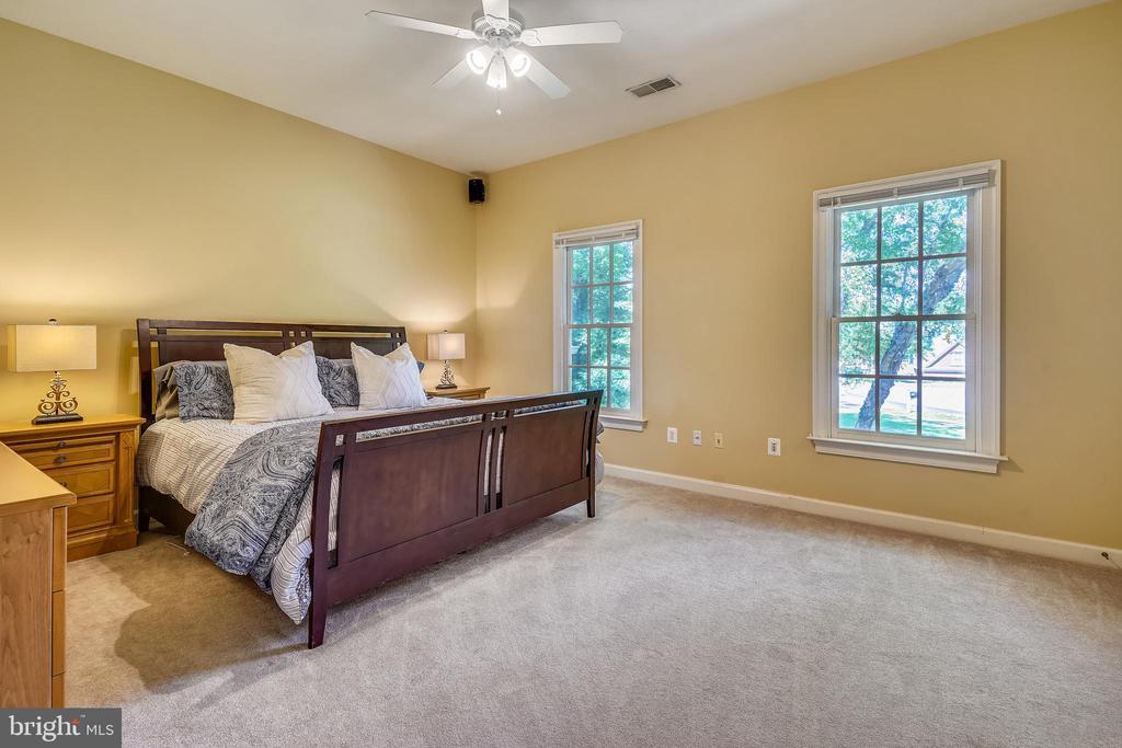 5th Bedroom Overlooks front Garden - 2539 DONNS WAY, OAKTON