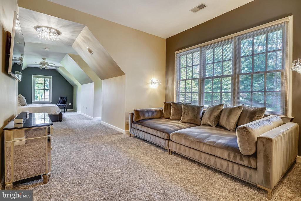 Upper Level Primary Suite Sitting Room - 2539 DONNS WAY, OAKTON