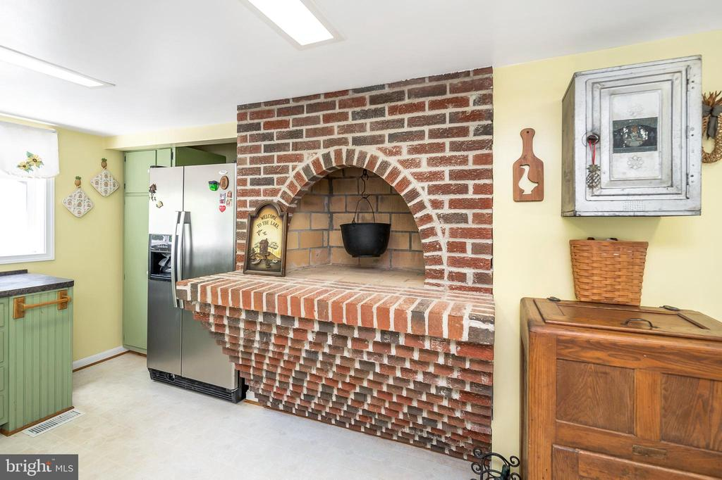 Original fireplace in the kitchen - 402 HARRISON CIR, LOCUST GROVE