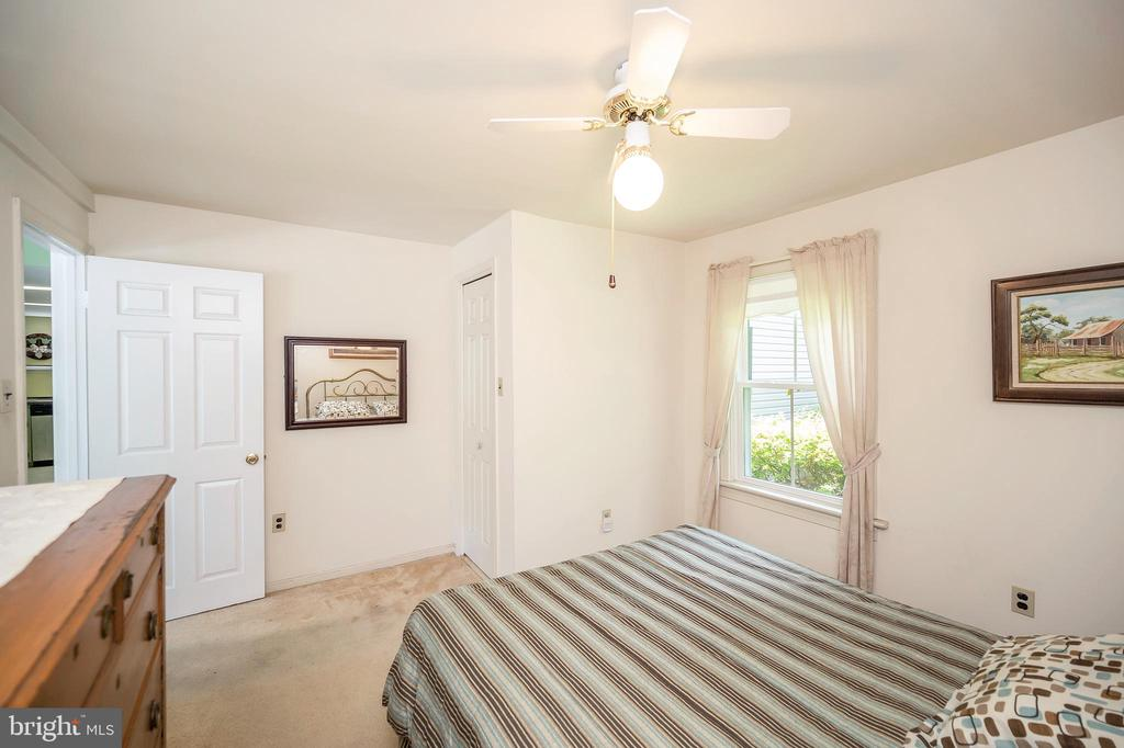 Bedroom upper level - 402 HARRISON CIR, LOCUST GROVE