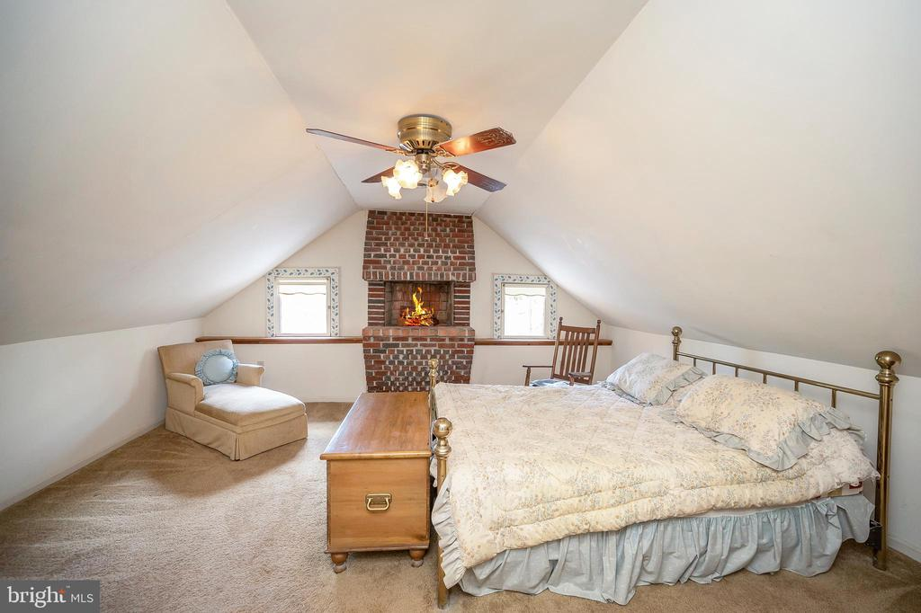 Owner's suite, upper level with fireplace. - 402 HARRISON CIR, LOCUST GROVE