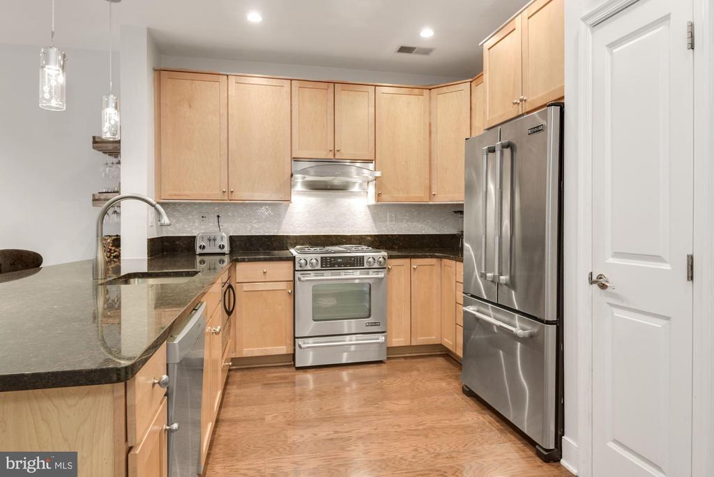 Updated Kitchen - 1418 N RHODES ST #B116, ARLINGTON