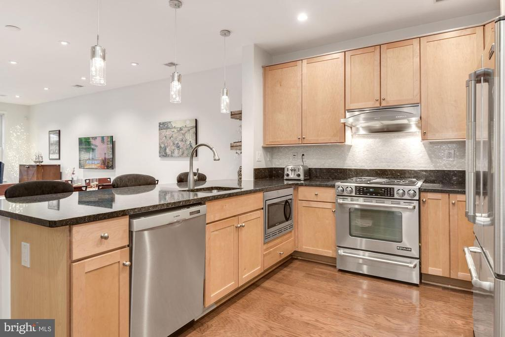 Open and Bright Kitchen - 1418 N RHODES ST #B116, ARLINGTON
