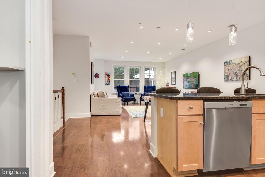 Kitchen Opens to dining and living space - 1418 N RHODES ST #B116, ARLINGTON