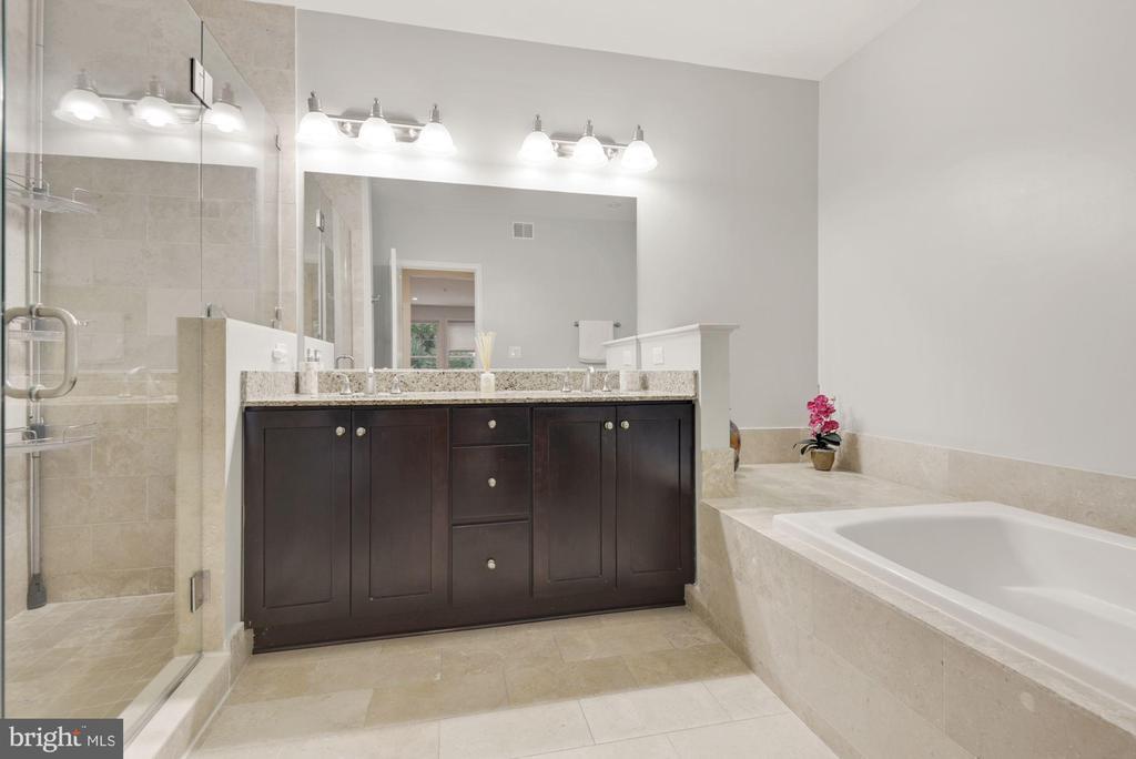 Primary Bathroom - 1418 N RHODES ST #B116, ARLINGTON