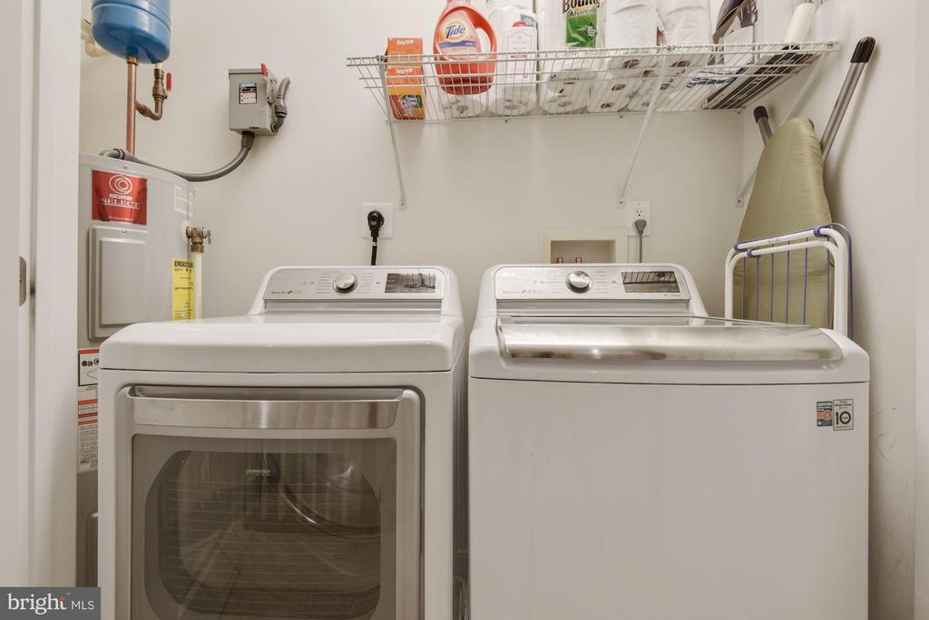 Washer dryer in unit - 1418 N RHODES ST #B116, ARLINGTON