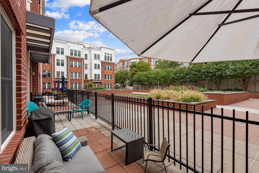 Patio with courtyard access - 1418 N RHODES ST #B116, ARLINGTON