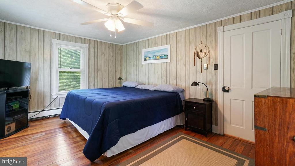 Large primary bedroom. - 12823 BRICE RD, THURMONT