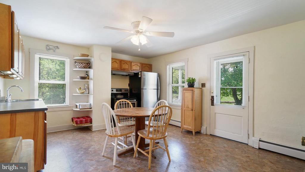 Kitchen opening onto lower deck - 12823 BRICE RD, THURMONT