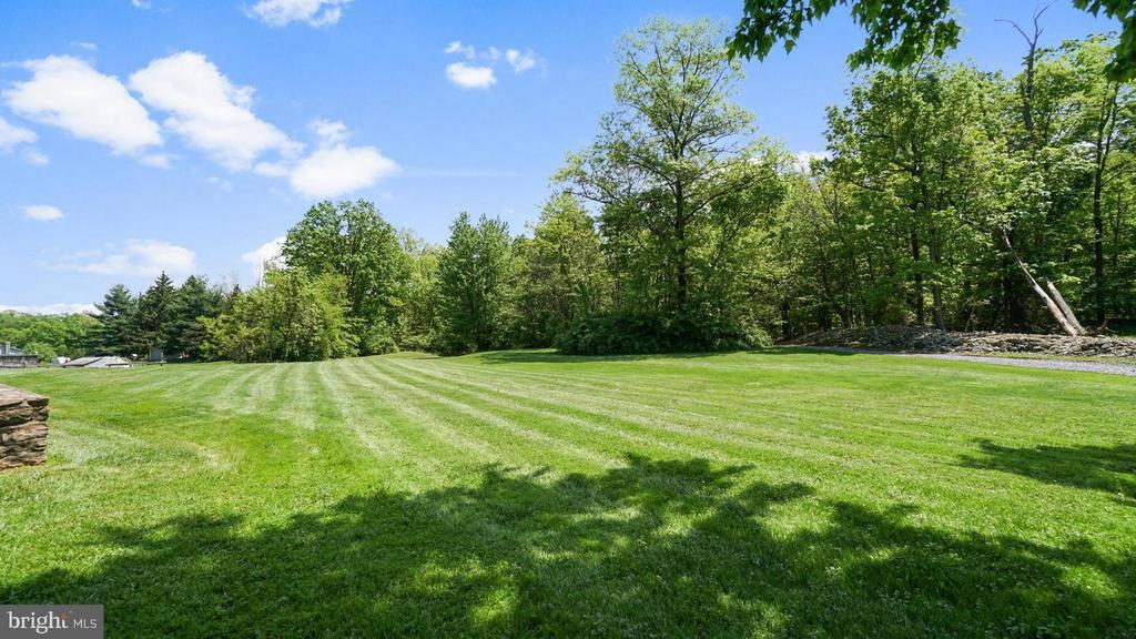 Expansive yard. Enough room for a pool! - 12823 BRICE RD, THURMONT