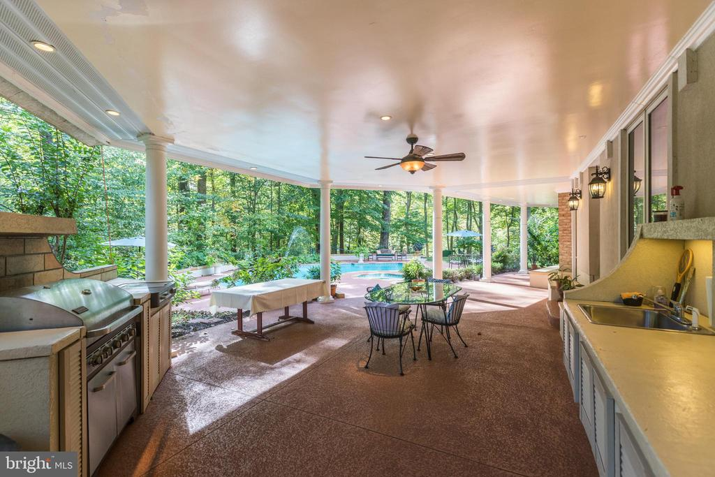 expansive poolside patio & outdoor kitchen - 1342 POTOMAC SCHOOL RD, MCLEAN