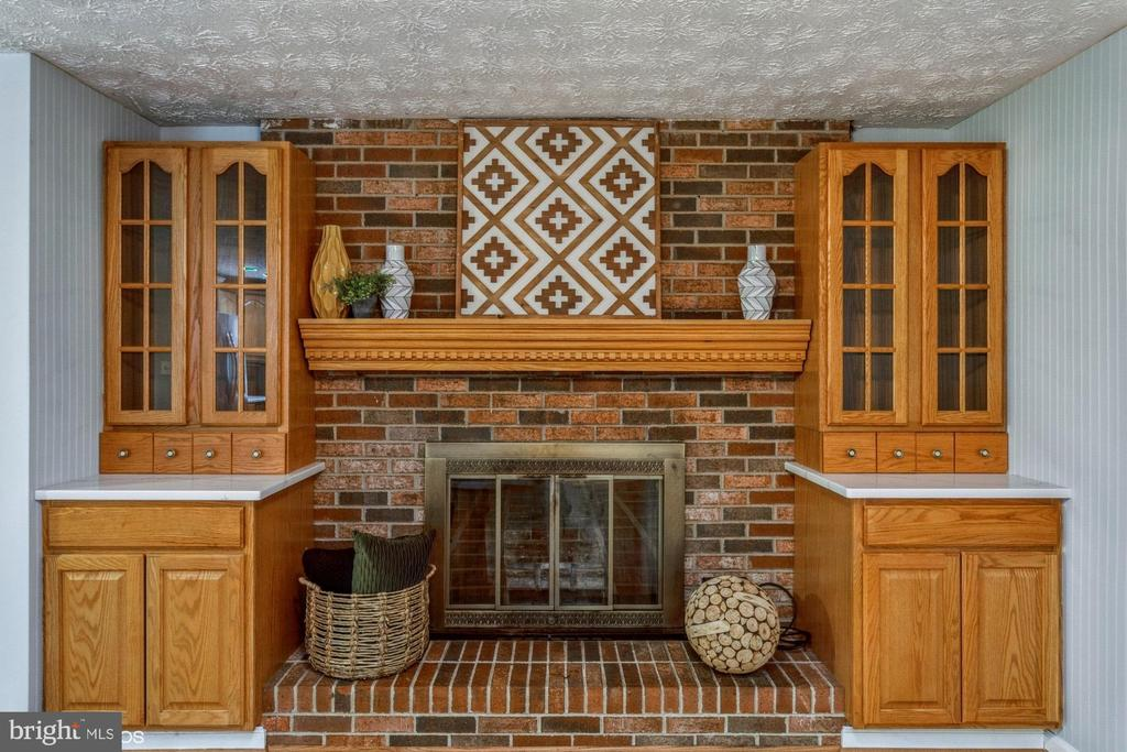 Fireplace in the great room space - 108 ALMEY CT, STERLING
