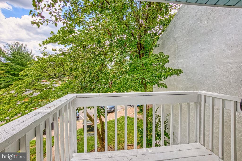 - 26 CAROUSEL CT, STERLING