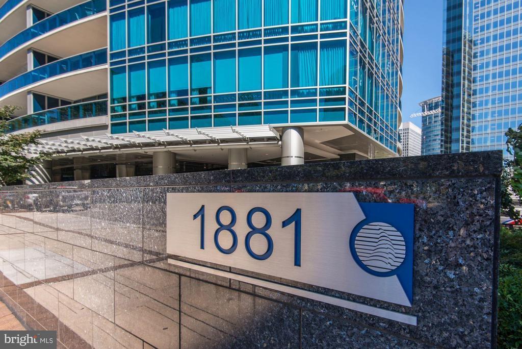 - 1881 N NASH ST #1002, ARLINGTON