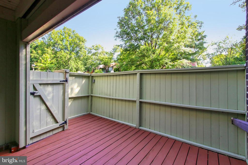 Private patio off the kitchen - 2045 WETHERSFIELD CT, RESTON