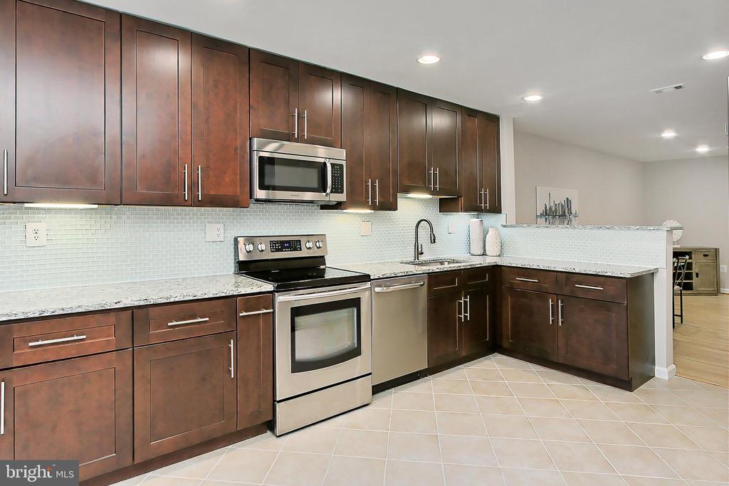 Completely remodeled and expanded kitchen! - 2045 WETHERSFIELD CT, RESTON