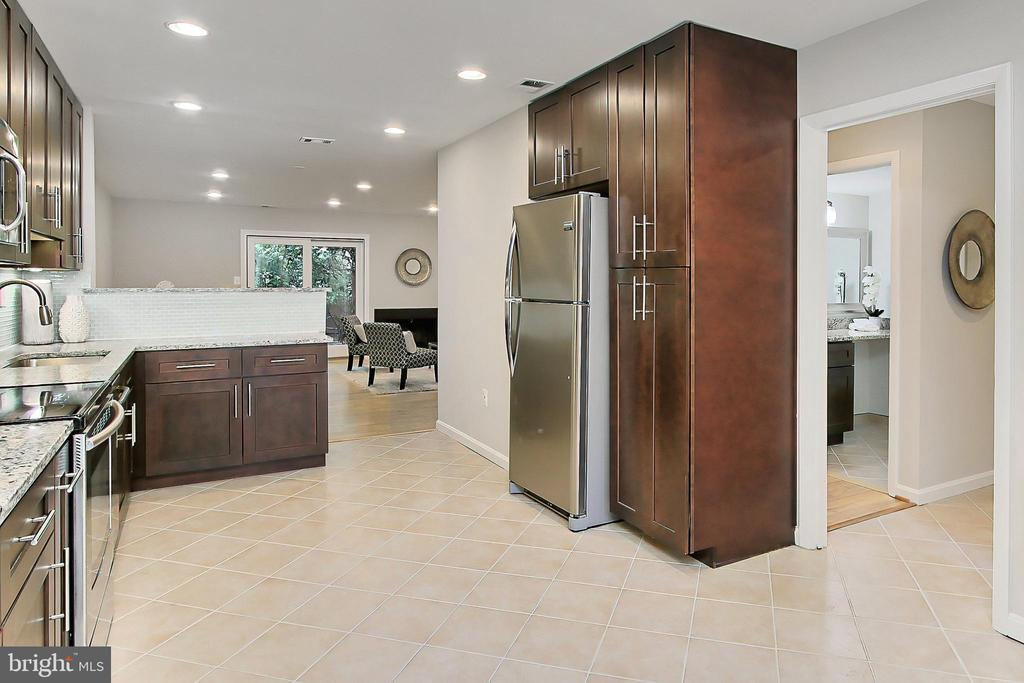 Beautiful granite counters and tile  backsplash - 2045 WETHERSFIELD CT, RESTON