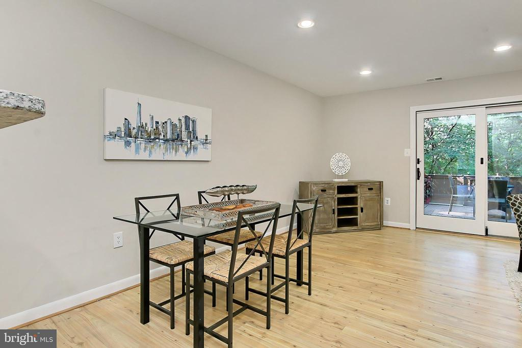 Space for formal dining - 2045 WETHERSFIELD CT, RESTON